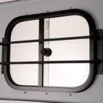 Mřížka před posuvným oknem